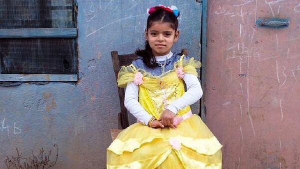 Un artiste syrien déguise des petites réfugiées syriennes en princesses Disney - Sputnik France