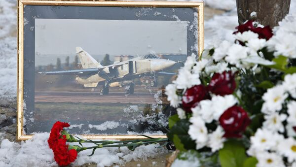 Les fleurs en la mémoire du pilote russe Oleg Pechkov du Su-24 abattu en Turquie - Sputnik France