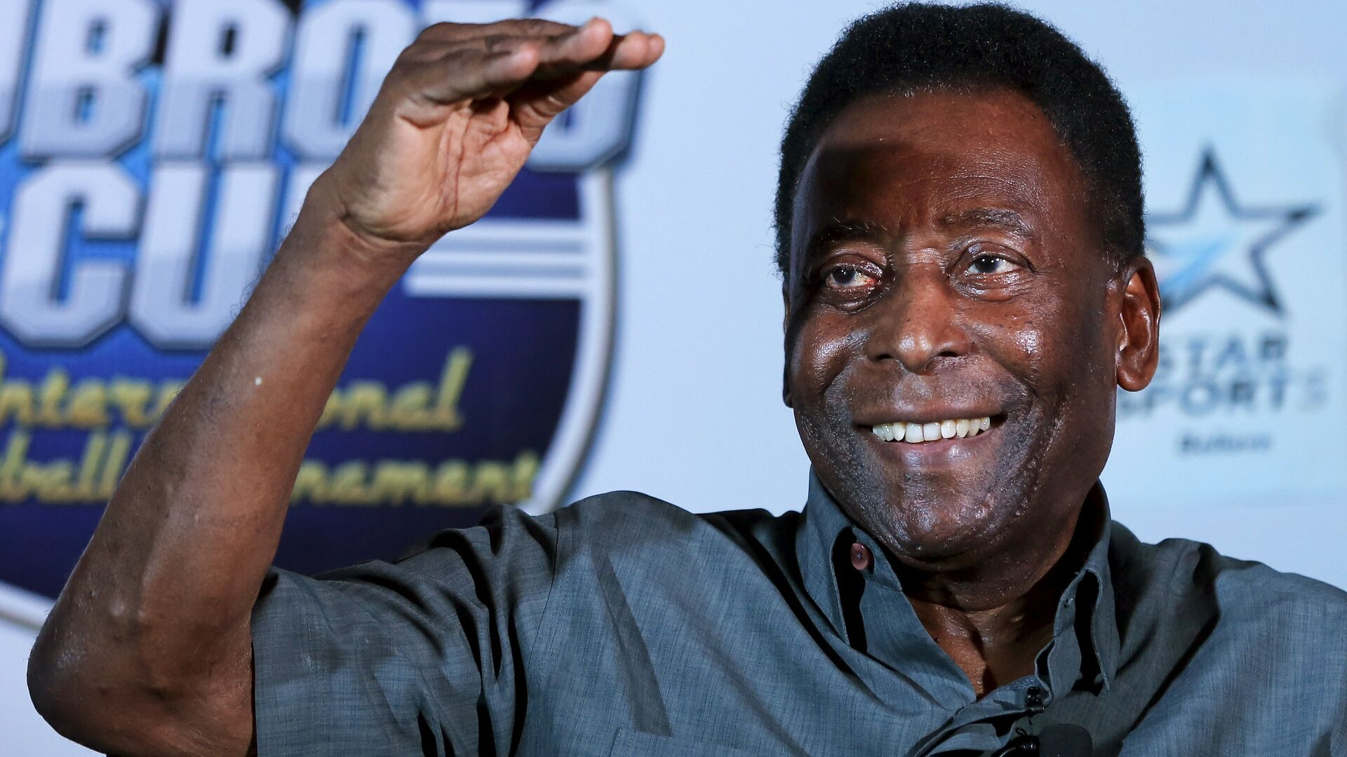 Legendary Brazilian soccer player Pele gestures during a news conference in Gurgaon on the outskirts of New Delhi, India, October 15, 2015 - Sputnik France, 1920, 26.09.2021