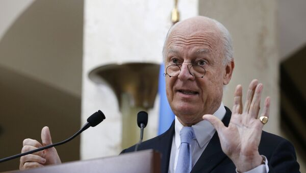 Staffan de Mistura, United Nations Special Envoy for Syria, shows six with his hands as six days of the truce holding, during a news conference after a meeting of the Task Force for Humanitarian Access at the U.N. in Geneva, Switzerland, March 3, 2016. - Sputnik France