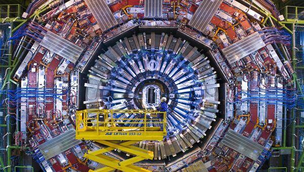 Les scientifiques travaillant avec le Grand collisionneur de hadrons [LHC] sont optimistes d'une nouvelle percée dans la physique des particules - Sputnik France