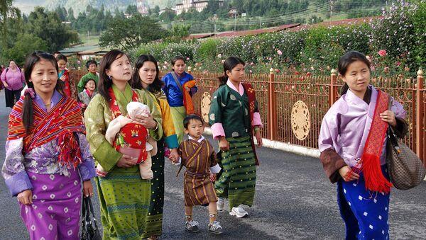 Le Bhoutan célèbre la naissance du nouveau prince en plantant 108.000 arbres - Sputnik France