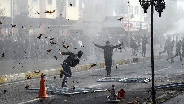 Affrontements entre les Kurdes et la police turque à Diarbakir - Sputnik France