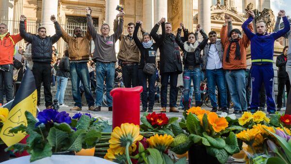 Action en hommage aux victimes des attentats de Bruxelles - Sputnik France