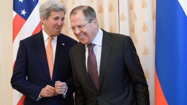 Quand Kerry et Lavrov se rencontrent, c'est pour parler sérieux. Mais les deux ministres des affaires étrangères savent aussi dédramatiser. - Sputnik France
