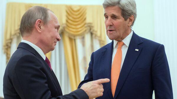 Le président russe Vladimir Poutine  et le secrétaire d'Etat américain John Kerry - Sputnik France