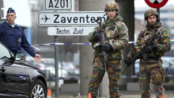 Soldados belgas en el aeropuerto de Bruselas, donde se produjeron dos explosiones el 22 de marzo de 2016 - Sputnik France
