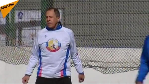 Sergueï Lavrov a montré qu'il était en pleine forme pendant un match amical de football. - Sputnik France