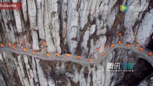 Des moines enseignent le kung-fu sur un rocher - Sputnik France
