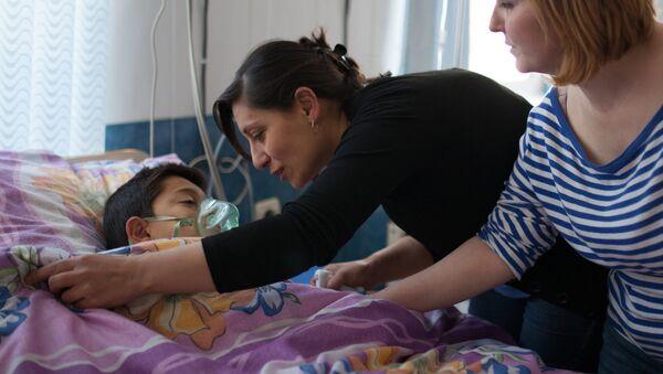Дети в Республиканском медицинском центре в Степанакерте - Sputnik France