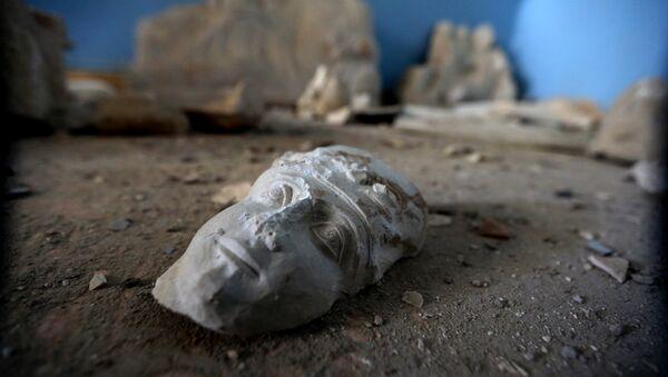 Ruines d'une statue dans le musée de Palmyre - Sputnik France