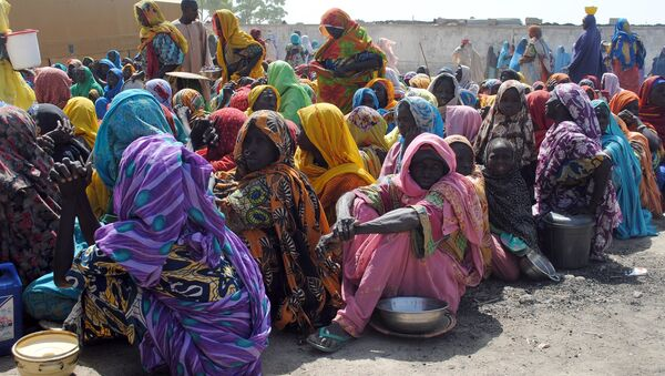 Internally Displaced Persons (IDP) mostly women and children sit waiting to be served with food at Dikwa Camp, in Borno State in north-eastern Nigeria, on February 2, 2016. - Sputnik France