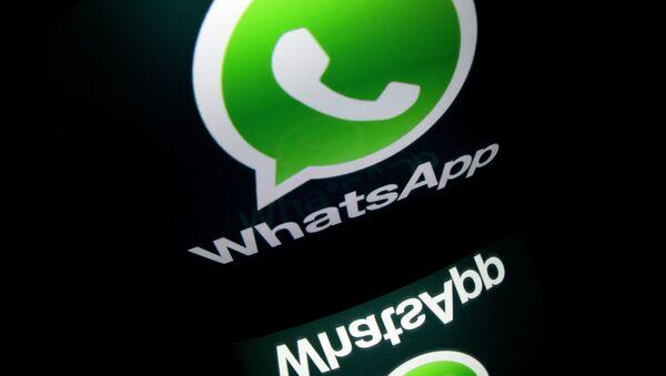 Le logo de l'application mobile WhatsApp est affiché sur une tablette - Sputnik France