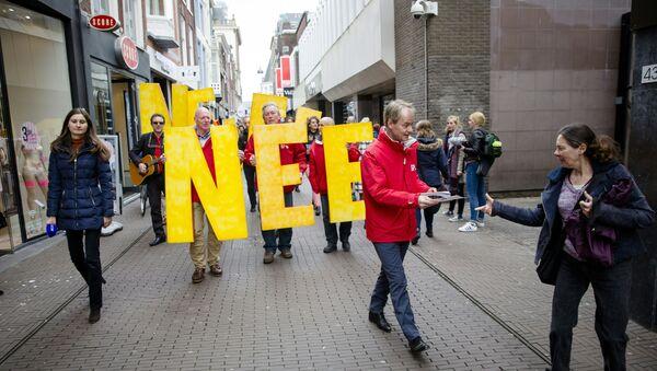 Les manifestants appellent à un vote «NON» dans le prochain UE-Ukraine référendum - Sputnik France