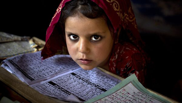 In this Monday, April 26, 2015 file photo, an internally displaced Pakistani girl from a tribal area attends her daily lesson at a madrassa, a school for the study of Islam, on the outskirts of Islamabad, Pakistan. - Sputnik France