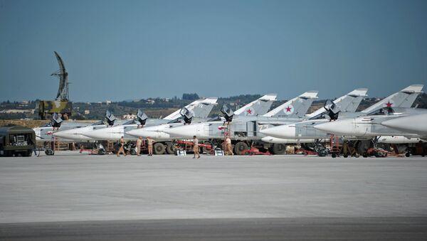 Les avions russes à la base aérienne de Hmeimim en Syrie - Sputnik France