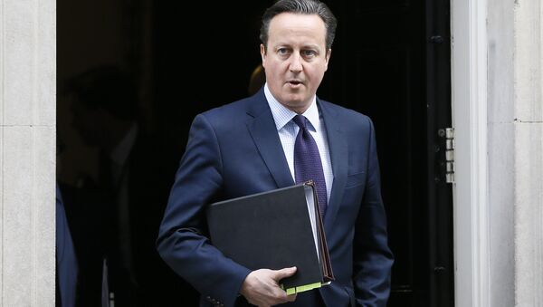 Britain's Prime Minister David Cameron leaves 10 Downing Street to attend Parliament in London, Thursday, Nov. 26, 2015. - Sputnik France