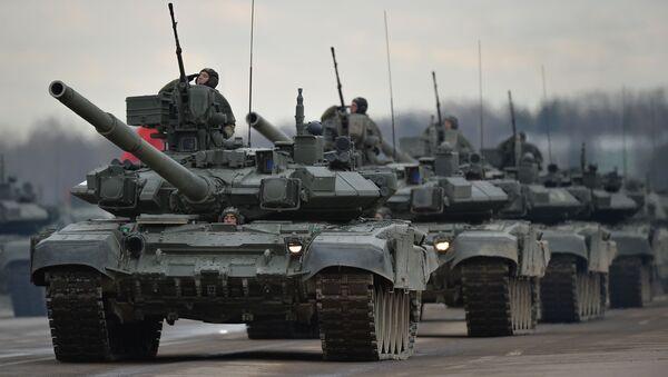 Des chars, des avions et des jeunes femmes. L'entraînement avant le parade de la Victoire - Sputnik France