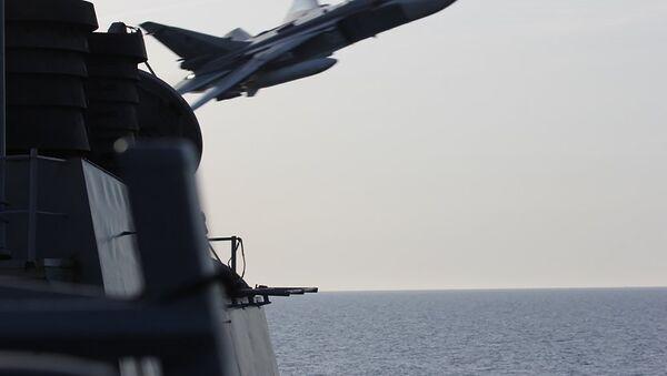 Deux bombardiers russes survolent un navire américain - Sputnik France