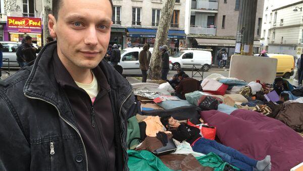 La journée d'un bénévole à Paris: aider les migrants tous les jours - Sputnik France