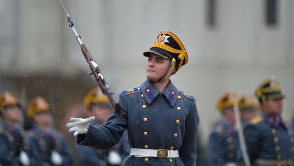 La cérémonie de relève de la garde du Régiment du Kremlin - Sputnik France