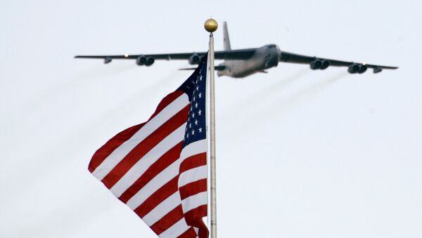 A B-52 aircraft makes a flyover during the national anthem before the NASCAR Sprint Cups Series' Dickies 500 auto race at Texas Motor Speedway in Fort Worth, Texas, Sunday, Nov. 2, 2008. - Sputnik France