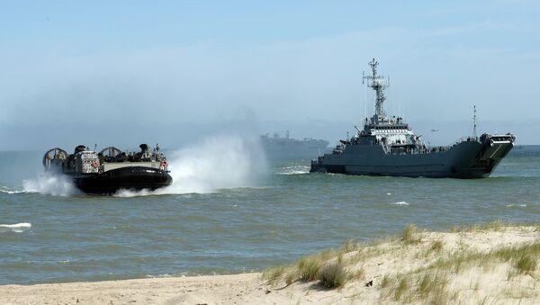 Les troupes de l'Otan débarquent de l'amphibie massif à la côte de Ustka, nord de la Pologne, au cours d'exercice BALTOPS (Opérations baltes) 2015 dans la mer Baltique - Sputnik France