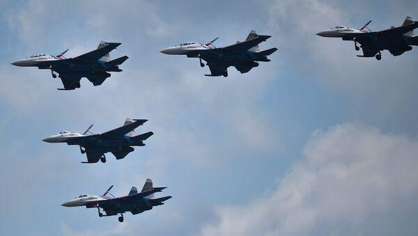 La répétition de la parade de la Victoire de l'aviation russe - Sputnik France
