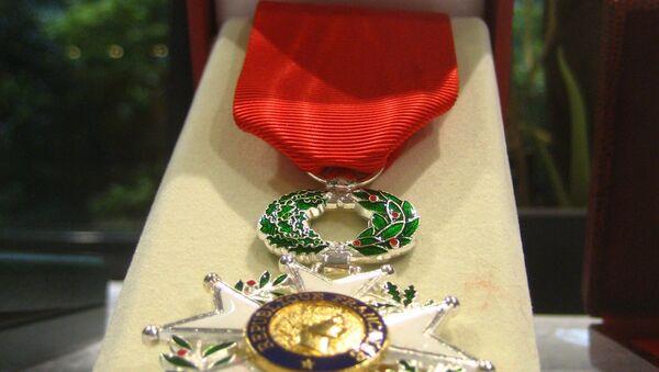 Le héros russe tombé à Palmyre reçoit la Légion d'honneur d'un couple français - Sputnik France