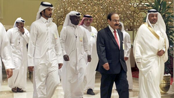 Bahrain's Minister of Energy Abdul Hussain bin Ali Mirza arrives to a meeting between OPEC and non-OPEC oil producers, in Doha, Qatar April 17, 2016. - Sputnik France