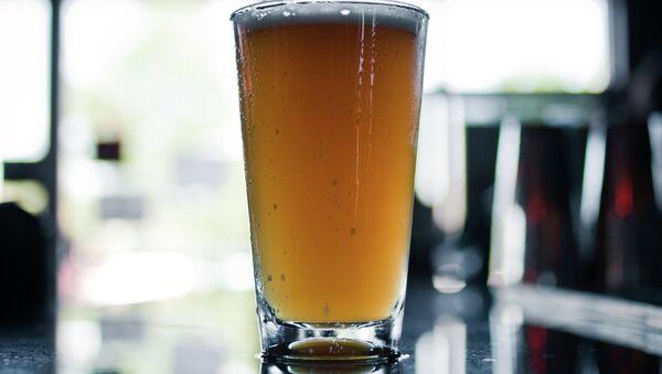 Une pinte de bière blonde - Sputnik France