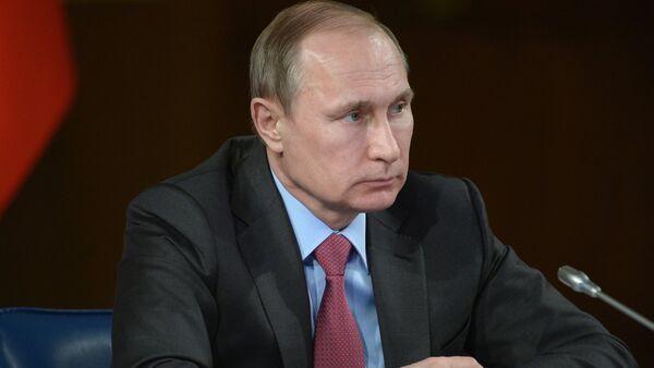 Poutine remercie la famille qui a remis la Légion d'honneur au héros russe - Sputnik France