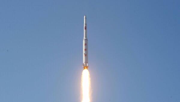 La Corée du Nord tire trois nouveaux missiles balistiques - Sputnik France