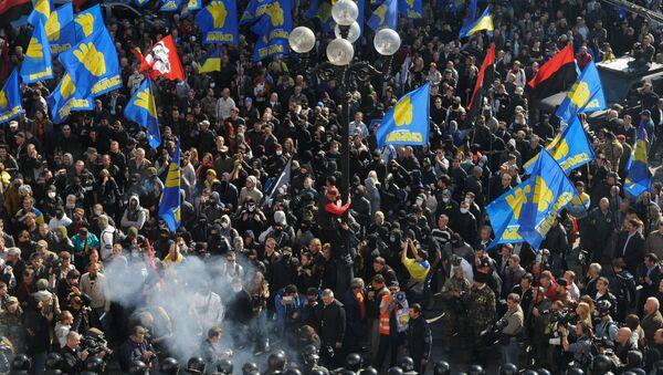 Affrontements entre la police et les manifestants devant le siège du parlement ukrainien - Sputnik France