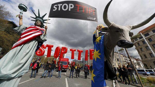 Une manifestation contre le TTIP à Hanovre - Sputnik France