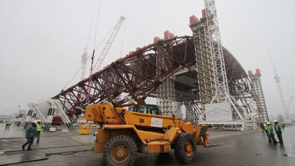 Сonstruction d'isolation en arcs autour du réacteur 4 de la centrale de Tchernobyl - Sputnik France