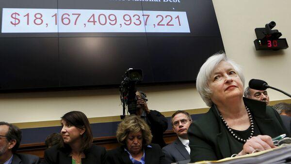 Le président du conseil de la Réserve fédérale Janet Yellen se prépare à témoigner devant la Chambre des services financiers sur le 15 Juillet 2015 - Sputnik France