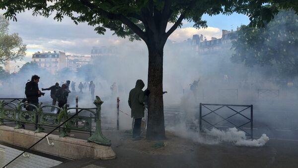 Affrontements entre casseurs et forces de l'ordre, place de la Nation - Sputnik France