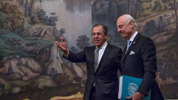 Le ministre russe des Affaires étrangères Sergueï Lavrov et l'envoyé spécial de l'Onu sur la Syrie Staffan de Mistura - Sputnik France