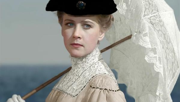 Une femme russe (une photo colorisée par Climbim) - Sputnik France