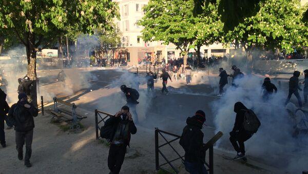Affrontements avec les forces de l'ordre, place de la Nation. - Sputnik France