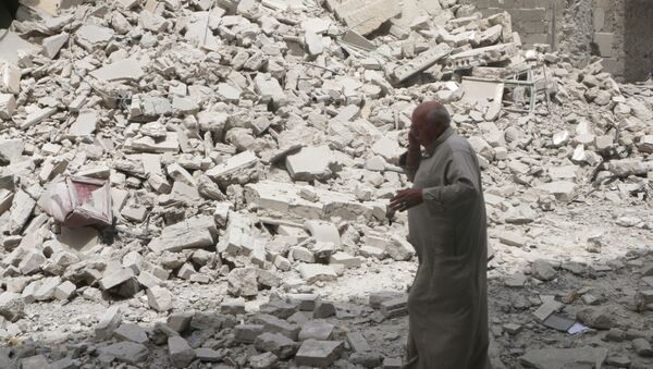 A man walks past the rubble of damaged buildings after an airstrike in the rebel held area of Aleppo's Baedeen district, Syria, May 3, 2016 - Sputnik France