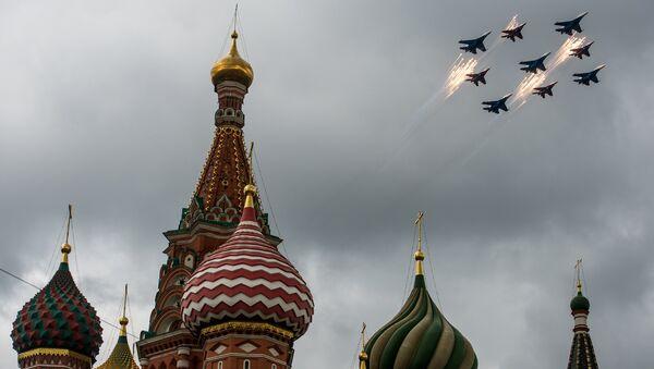 La 1ere répétition aérienne de la parade de la Victoire au-dessus de Moscou - Sputnik France