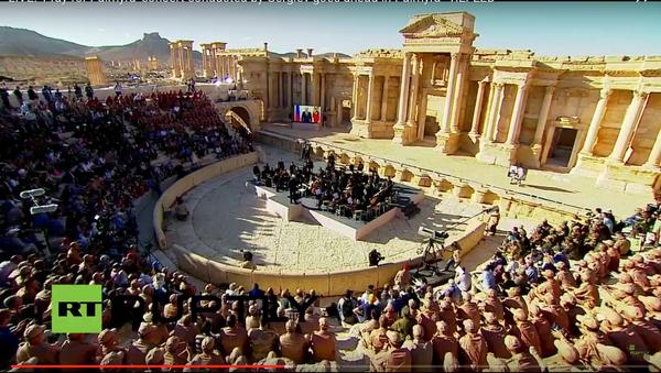 Un orchestre symphonique russe donne un concert à Palmyre - Sputnik France