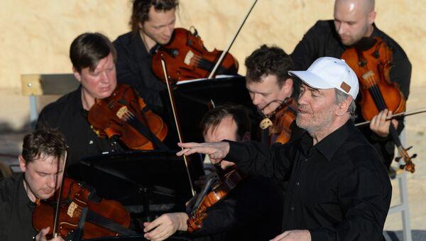 L'orchestre symphonique du théâtre Mariinsky dirigé par l'artiste russe Valeri Guerguiev à Palmyre - Sputnik France