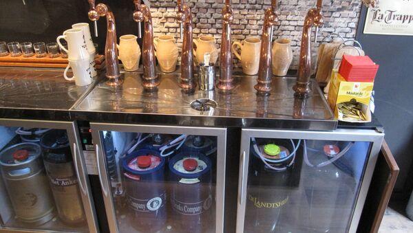 Les robinet à bière de Brugsch Bieratelier à Bruges - Sputnik France