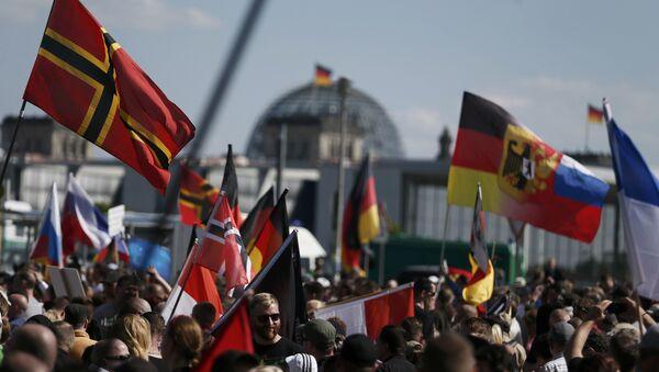 Des milliers de manifestants anti-Merkel à Berlin - Sputnik France