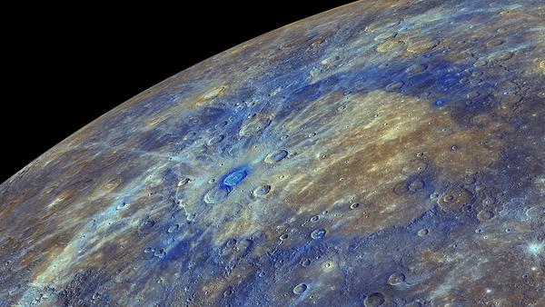 Une image couleur améliorée du Mercure, mettant en évidence le matériau riche en carbone associée à des cratères des asteroïdes - Sputnik France