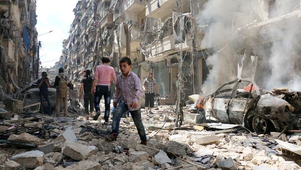 People walk amid the rubble of destroyed buildings following a reported air strike on the rebel-held neighbourhood of al-Kalasa in the northern Syrian city of Aleppo, on April 28, 2016 - Sputnik France