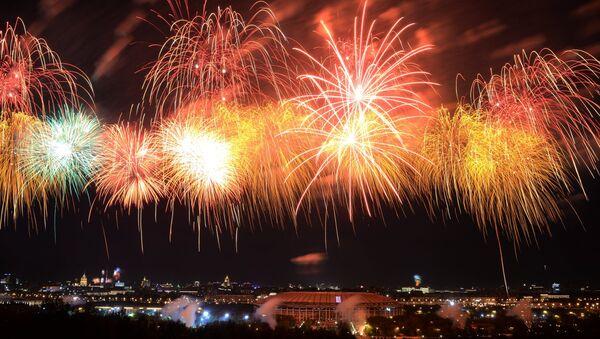Feu d'artifice pour le Jour de la Victoire à Moscou - Sputnik France
